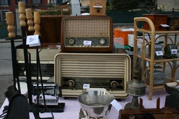 Bakelite radios flea market GL
