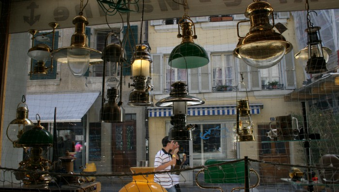 Nyon shops closing later during week and on Saturdays
