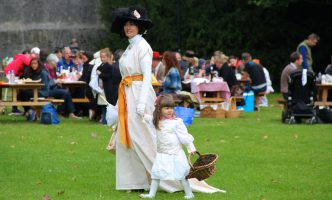 """A chance to dress up at the """"Picnic on the Grass"""" in Prangins!"""