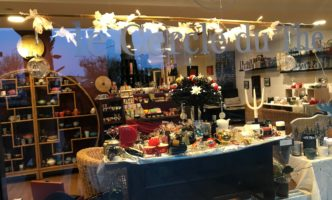 Christmas Present Idea no 3 – China Tea, Hand-Made Candles at the Cercle du Thé